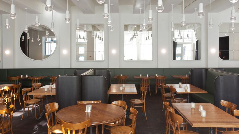 Die zwanziger Jahre leben wieder auf in der Brasserie des Volkshauses Basel.