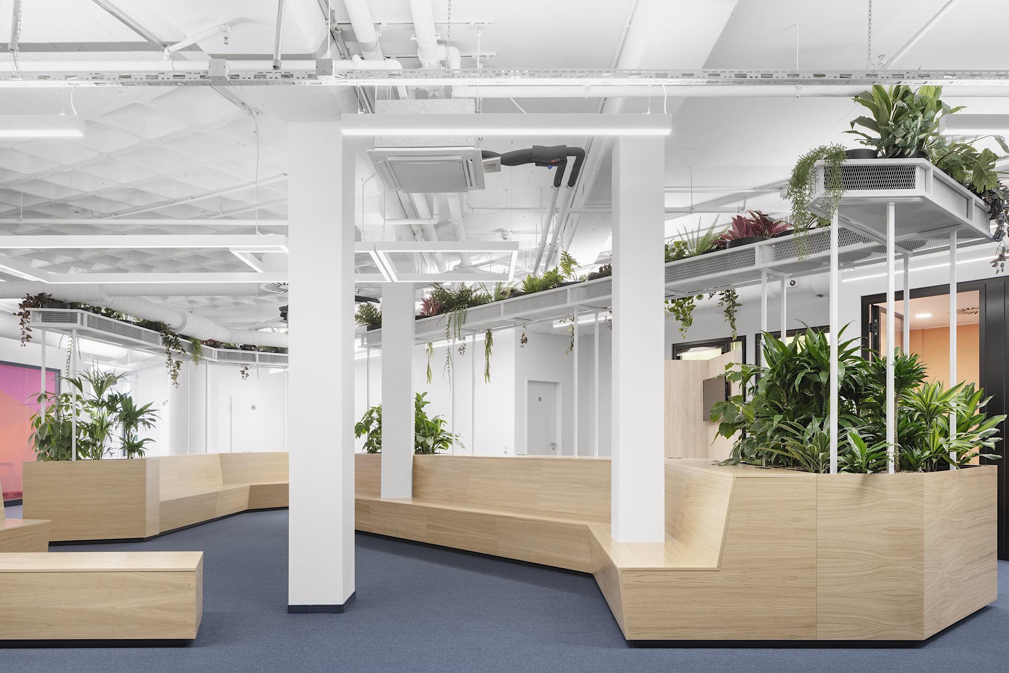 Auf den von Kinzo gestalteten Interimsflächen hat die Berlin Hyp nun die Möglichkeit, die Umstellung vom Zellenbüro hin zum Open Space zu erproben. Foto: Schnepp Renou