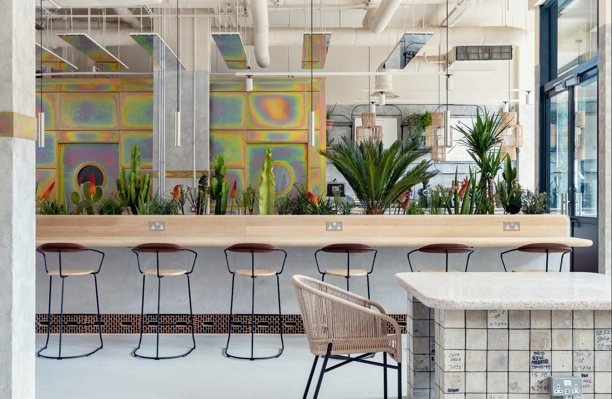 Holloway Li gestalteten ein Hotel in London, das Upcycling mit Co-Working und Zuhause-Gefühlverbindet. Inspiration fanden sie in einer kalifornischen Wüste. Foto: Edmund Dabney