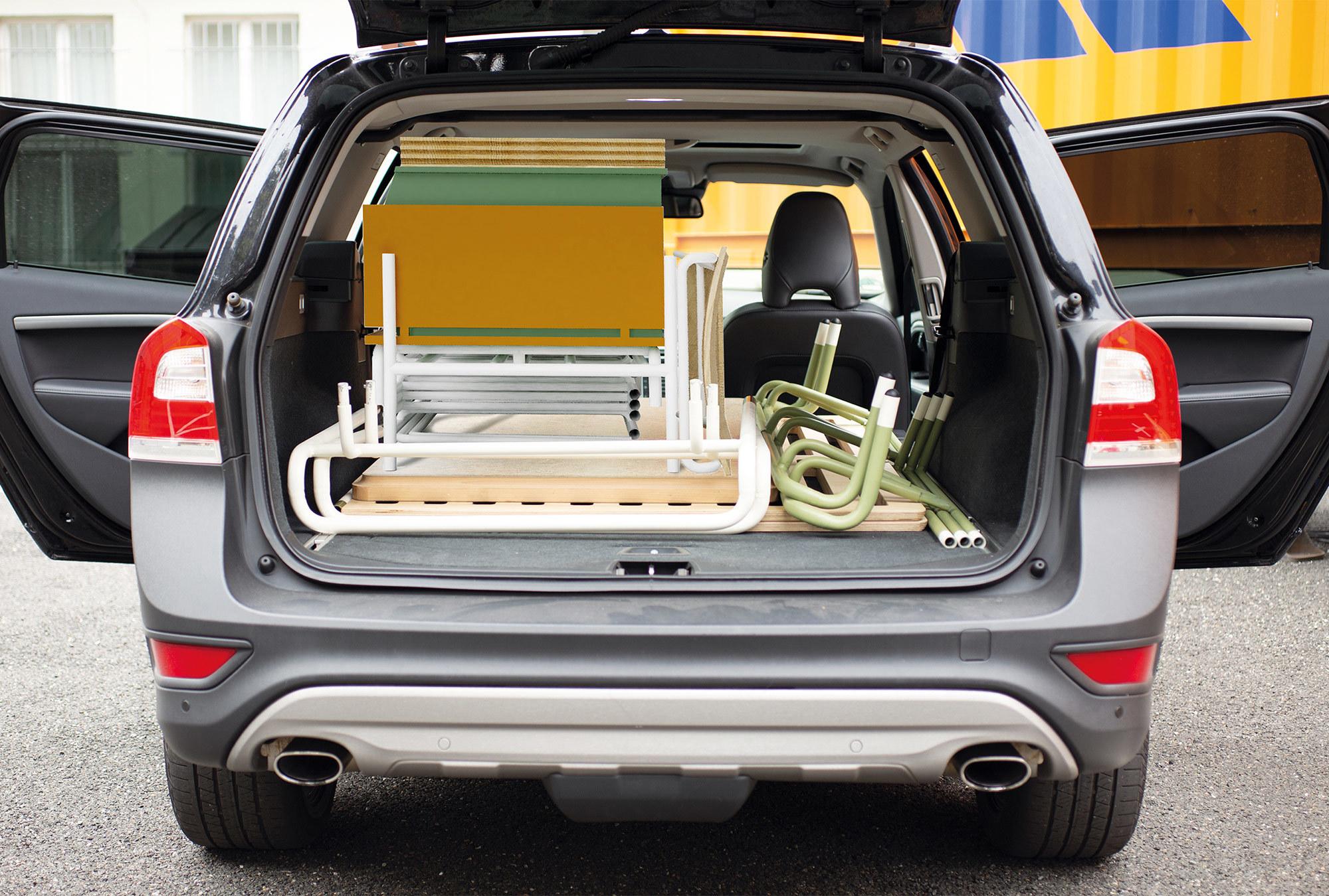 Die gesamte Einrichtung eines Zimmers passt in den Kofferraum eines Kombis. Kulturkonfekt von Eileen Krüger