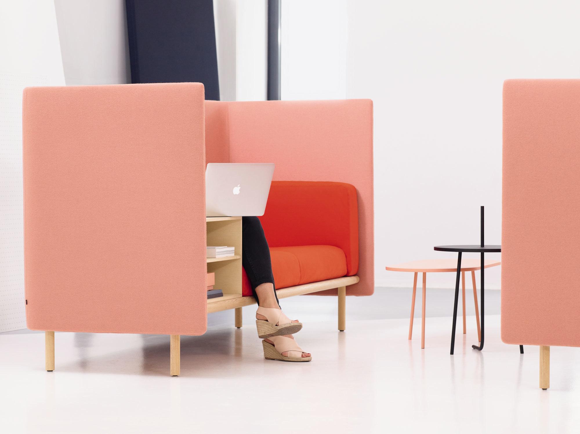 Ungestörtes Meeting oder einfach mal zurückziehen: Das Sofasystem Floater von COR ist Wohlfühloase und Rückzugsort im Büro. Foto: ©COR