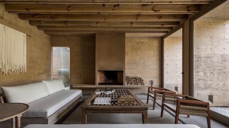 Das Wochenendhaus in dem Naturparadies Valle de Bravo von Hector Barroso ist eine Symbiose aus geschickt eingesetzten Elementen traditionell mexikanischer Adobe-Architektur und konsequenter Moderne.