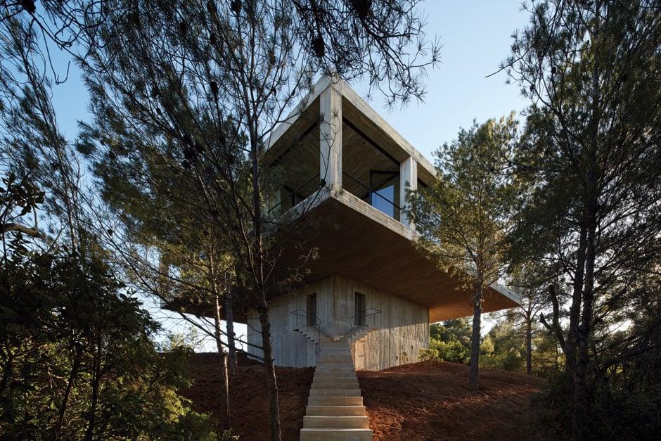 Wer dominiert hier wen: Der Auftakt einer Architekturedition in einem spanischen Naturpark.