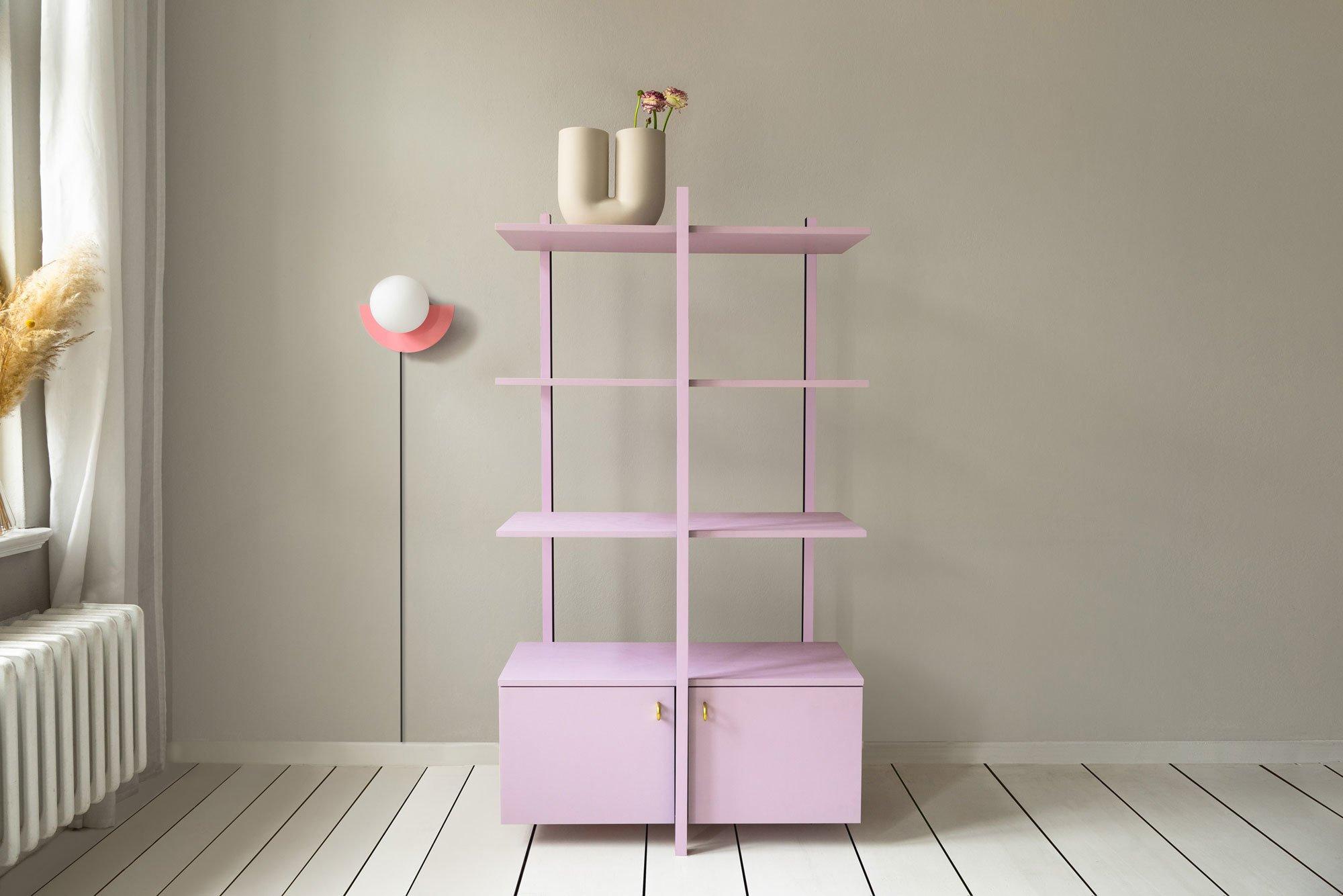 Pretty in Pink: 3L Shelf aus lackiertem Holz. Foto/ Copyright: Celeste Najt