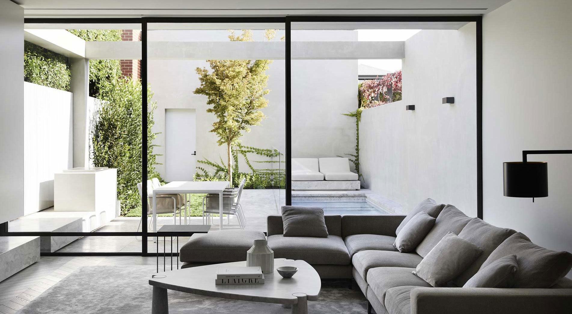 Bei diesem Umbau in Melbourne meisterten Conrad Architects den Balanceakt zwischen Erhalt und Erneuerung. So wurde ein marodes Reihenhaus zum eleganten Familienheim.