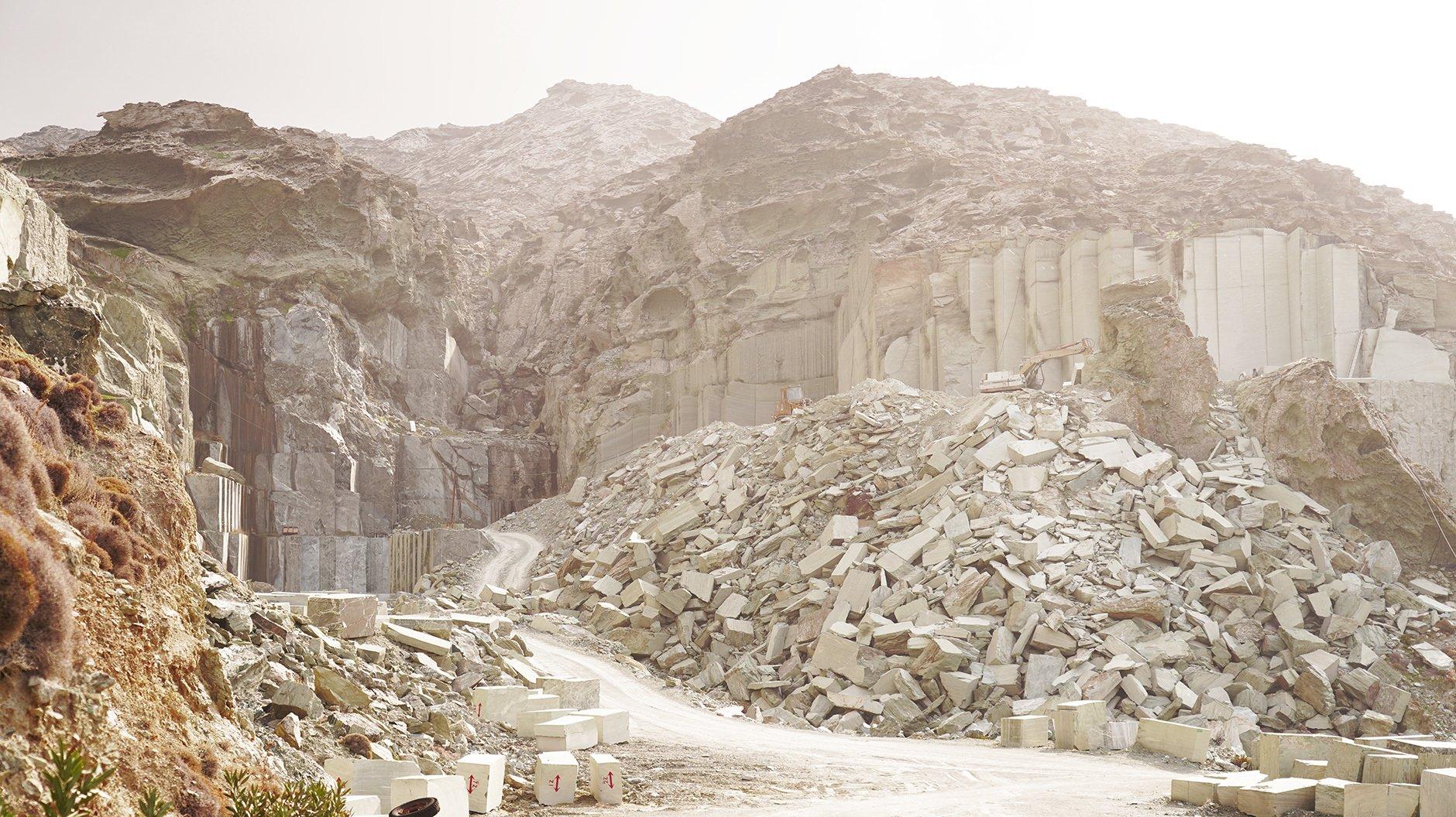 Einer der beiden aktiven Steinbrüche im Norden der Insel Tinos. Foto: Tanja Pabelick