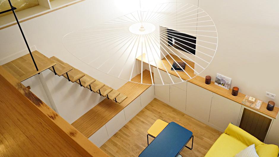Luft nach oben: Über vier Meter beträgt die Deckenhöhe des nur 17 Quadratmeter großen Apartments im Pariser Marais.