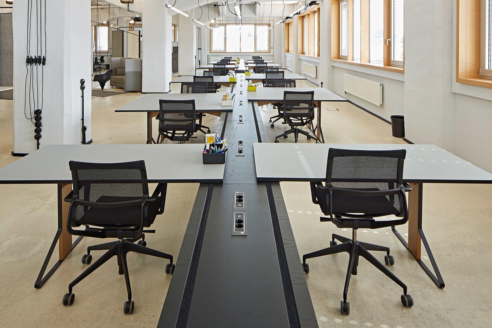 Sonderanfertigung von Artek mit Ply für Deloitte Digital Studio in Düsseldorf, Foto: Julia Maria Max