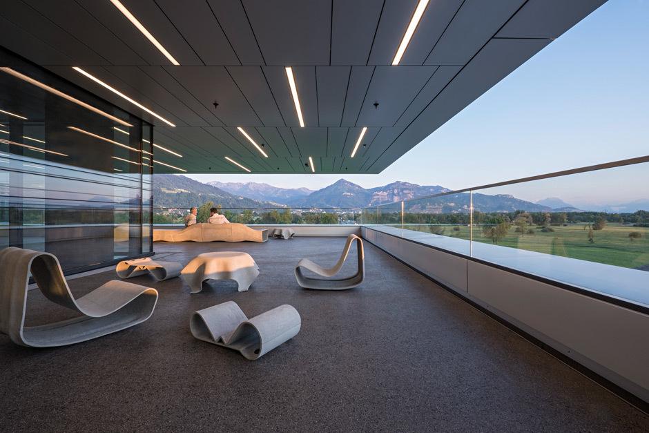 Inside Outside: Bei Doppelmayr können die Mitarbeiter die Vorzüge des natürlichen Lichts im Büro nutzen.