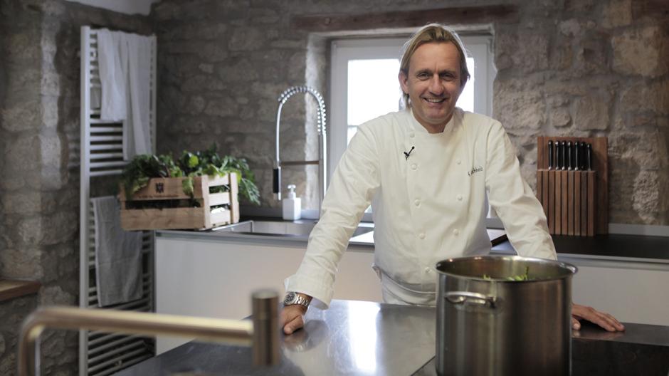 Liebt gute Gestaltung und technische Innovationen: Frank Buchholz in seiner Kochwerkstatt in Mainz-Gonsenheim.