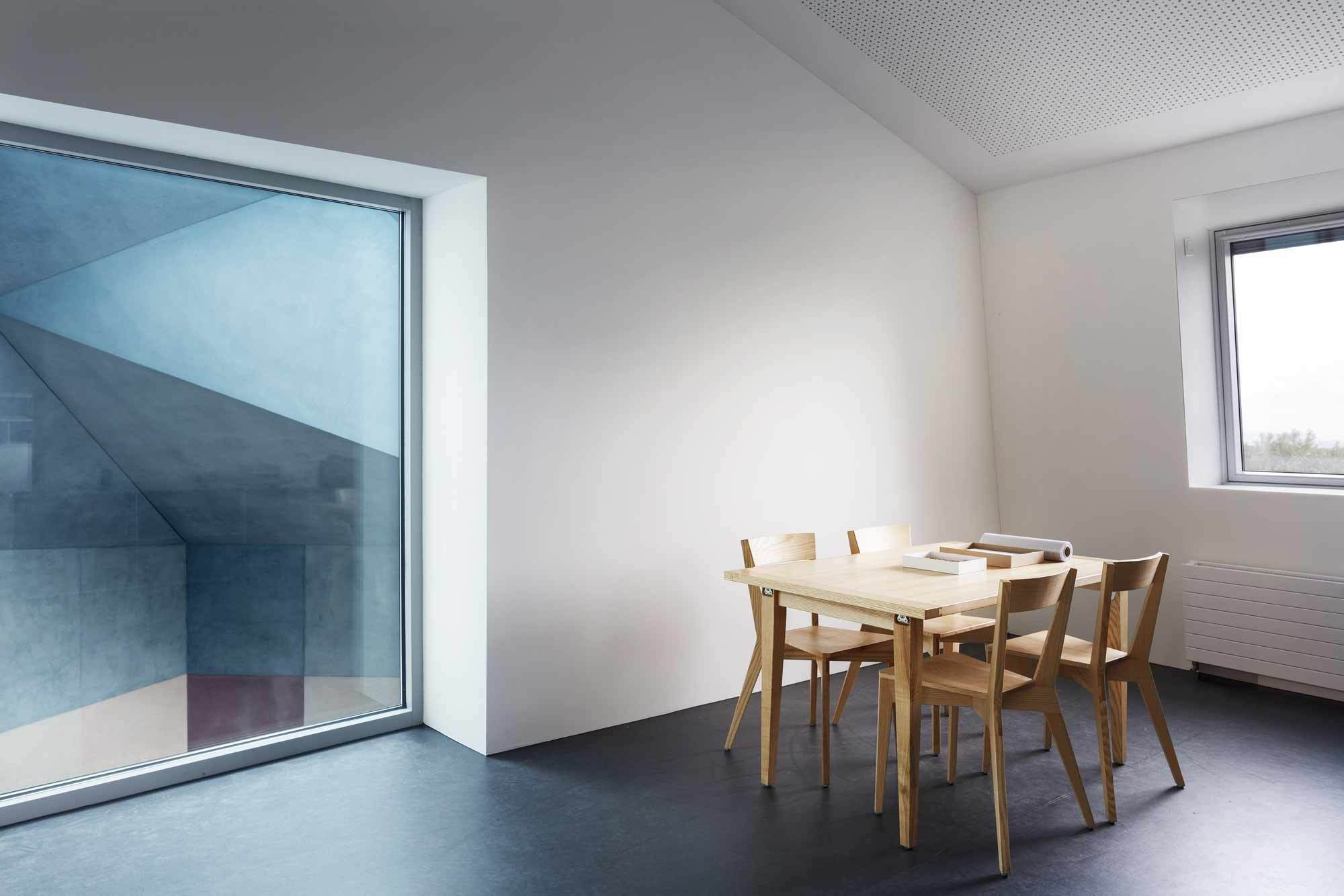 Der Zürcher Architekt Lukas Imhof erweiterte die anthroposophische Schule am Ekkharthof in Lengwil am Bodensee – und zwar mit rechten Winkeln. Foto: Lucas Peters