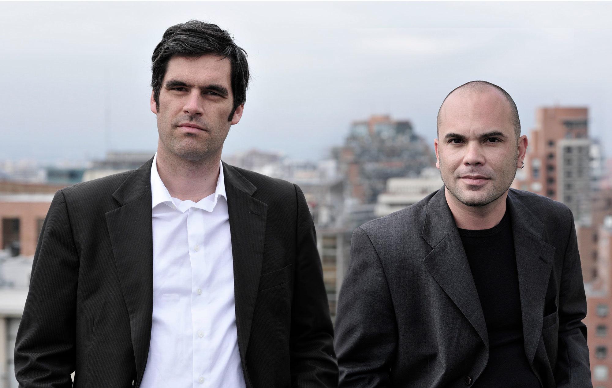 2004 von den Studienfreunden Mario Rojas (rechts) und Marc Frohn (links) gegründet, steht das internationale Büro FAR für Projekte, die scheinbare Naturgesetze von Architektur, Innenarchitektur und Ausstellungsgestaltung hinterfragen – und zu ungesehenen Lösungen führen. Foto: FAR frohn & rojas
