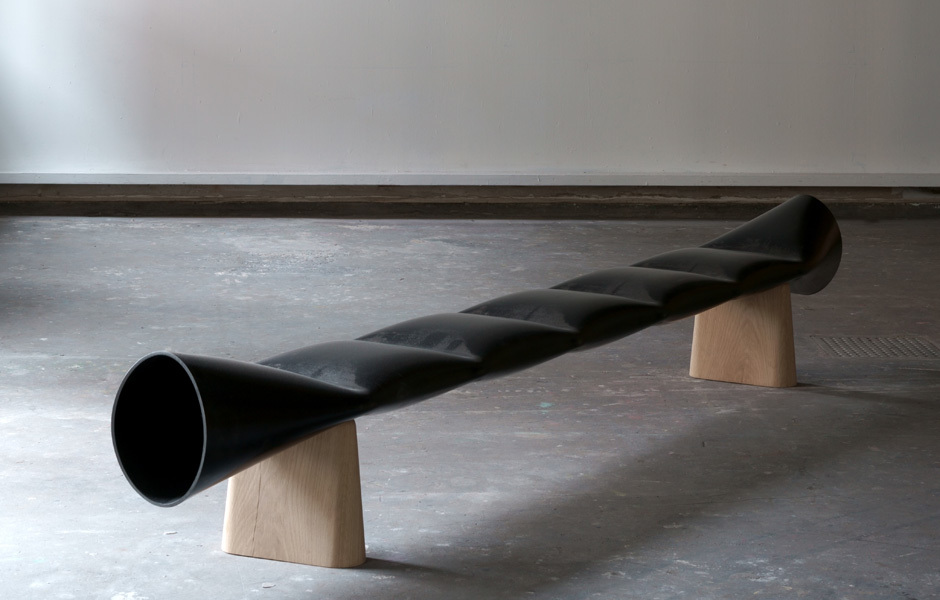 GALLERIESAus Stahl und Holz gefertigt: Jakob Jorgensen, Bank Faba, Galerie Maria Wettergren. Foto: Galerie Maria Wettergren