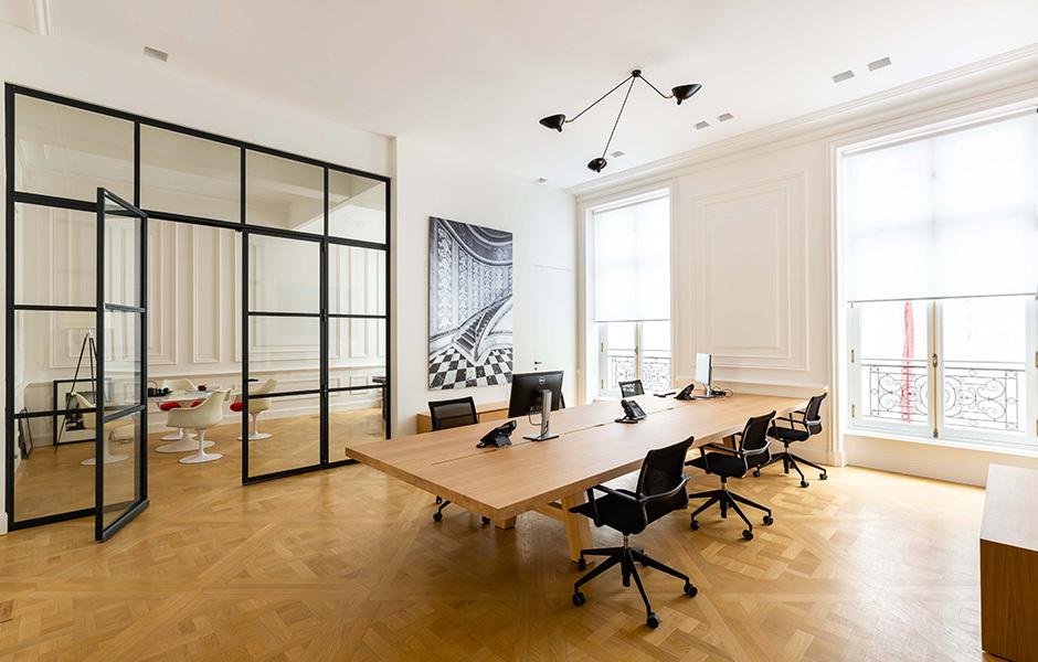 Customized Workbenches in der Fondation Vasgos, Paris. Foto: Agathe Tissier