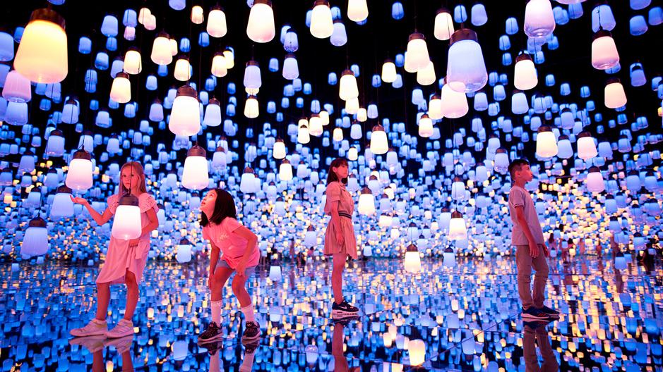 Borderless in Tokio: Im MORI Building Digital Art Museum wird jeder Besucher zu einem Teil der digitalen Welt des Künstlerkollektivs teamLab.