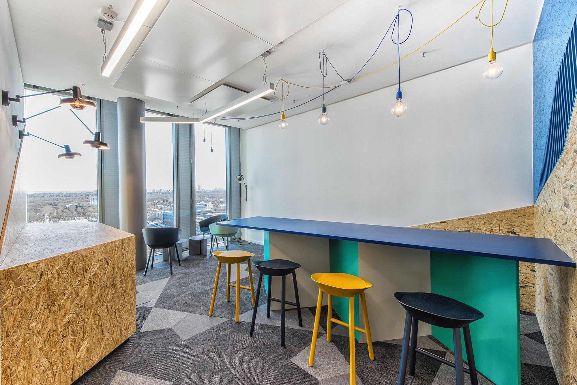 Ergebnisoffene Prozesse finden in den Büroflächen mit Werkstattanmutung des Forschungsinstituts Fortiss genügend Raum. Foto: Susanne Öllbrunner