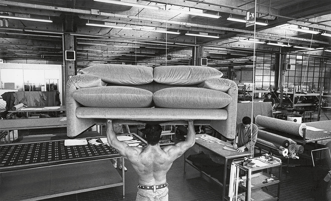 Werbung für das Sofa Maralunga, Cassina, 1997, Courtesy: Cassina. Foto: Carlo Orsi