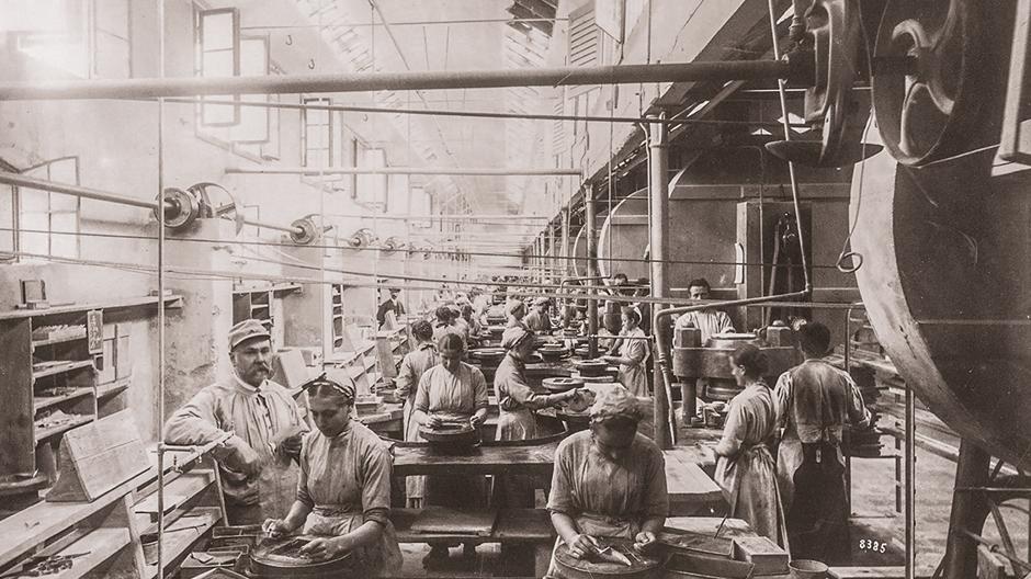 Blick in die Geschichte: Produktion der Mettlacher Platten