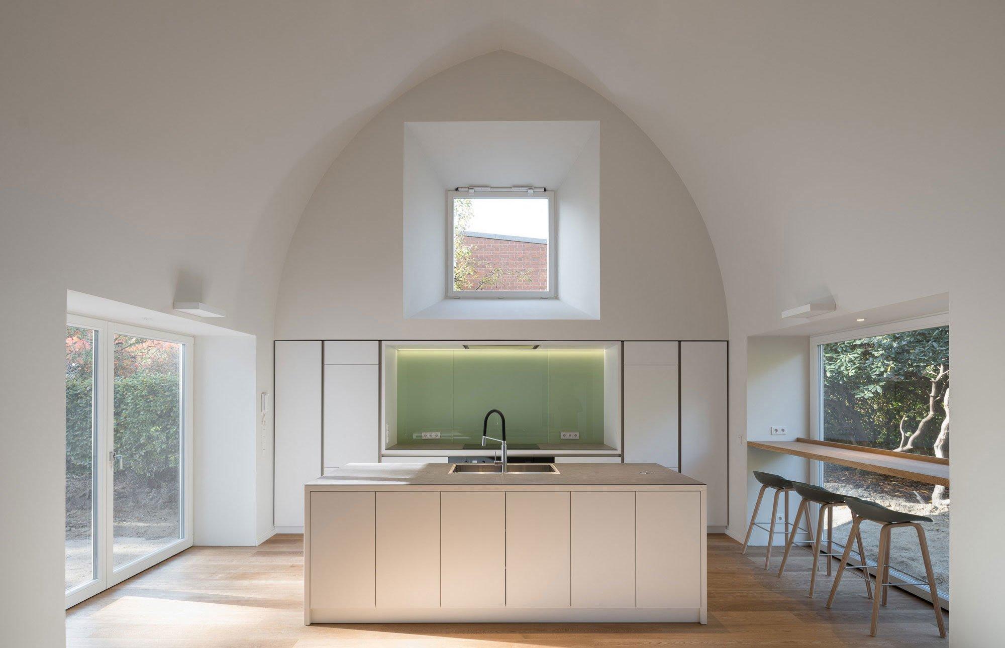 Das Hamburger Architekturbüro Reichwald Schultz ergänzte ein Wohnhaus aus dem Jahr 1933 um einen quergestellten Anbau – und gab damit einem verkannten Juwel eine Zukunft.
