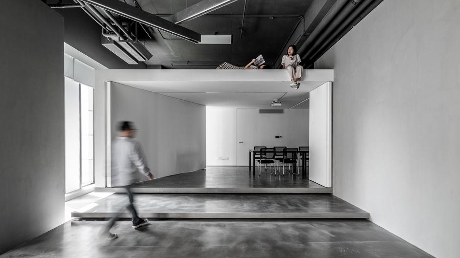 Die Übergänge zwischen den Arbeitsbereichen wurden zum Designthema gemacht: Einzelne Elemente können gefaltet, gedreht, geschoben werden. Foto: ©Wei Yi International Design Associates