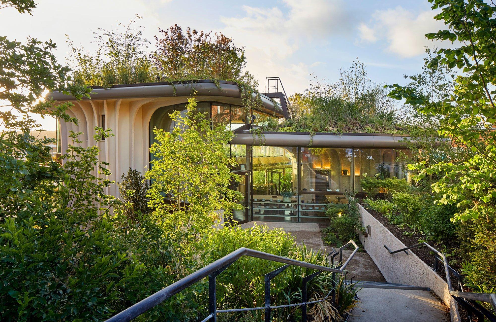 Im Einklang mit der Natur: Das Maggie's Centre im englischen Leeds lässt die Übergänge von Architektur, Landschaft und Garten verschwimmen.