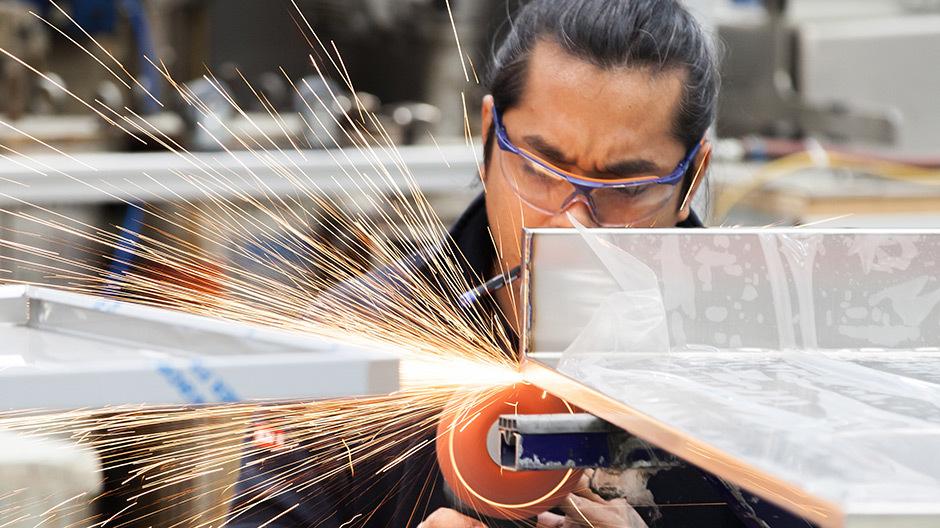 Im Kanton Aargau schreibt der Schweizer Hersteller Franke Geschichte, die von Edelstahlliebhabern und Handwerkskönnern handelt. Im Designatelier steht die handwerkliche Fertigung im Fokus.