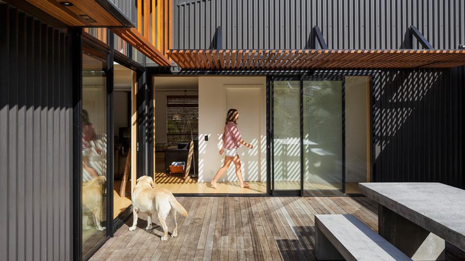 Das neue Zuhause für eine Gruppe von Surfern sollte ein offenes, unkompliziertes Wohngefühl bieten.
