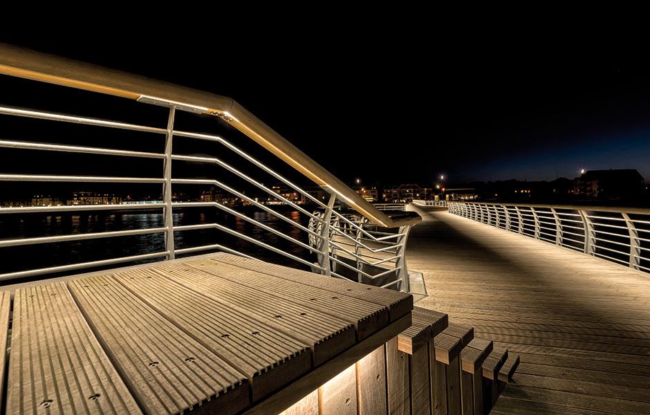 Seebrücke Niendorf mit Vardaflex Neon, Foto: © Rutec