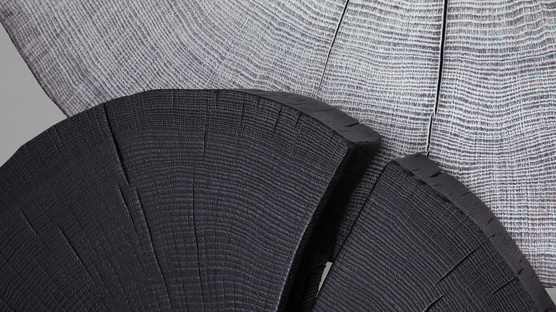 Die Kernkompetenz des deutschen Unternehmens Janua ist Holz, das seine ästhetischen, funktionalen und haptischen Vorteile ausspielt.