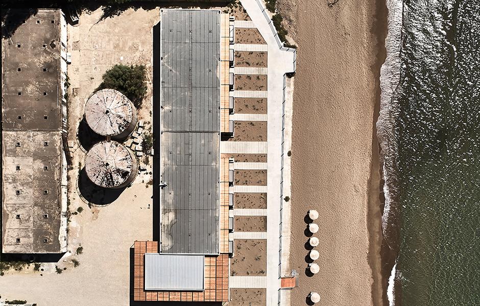 Dexamenes von oben: Die Vogelperspektive zeigt die geometrische Infrastruktur der alten Weinfabrik.