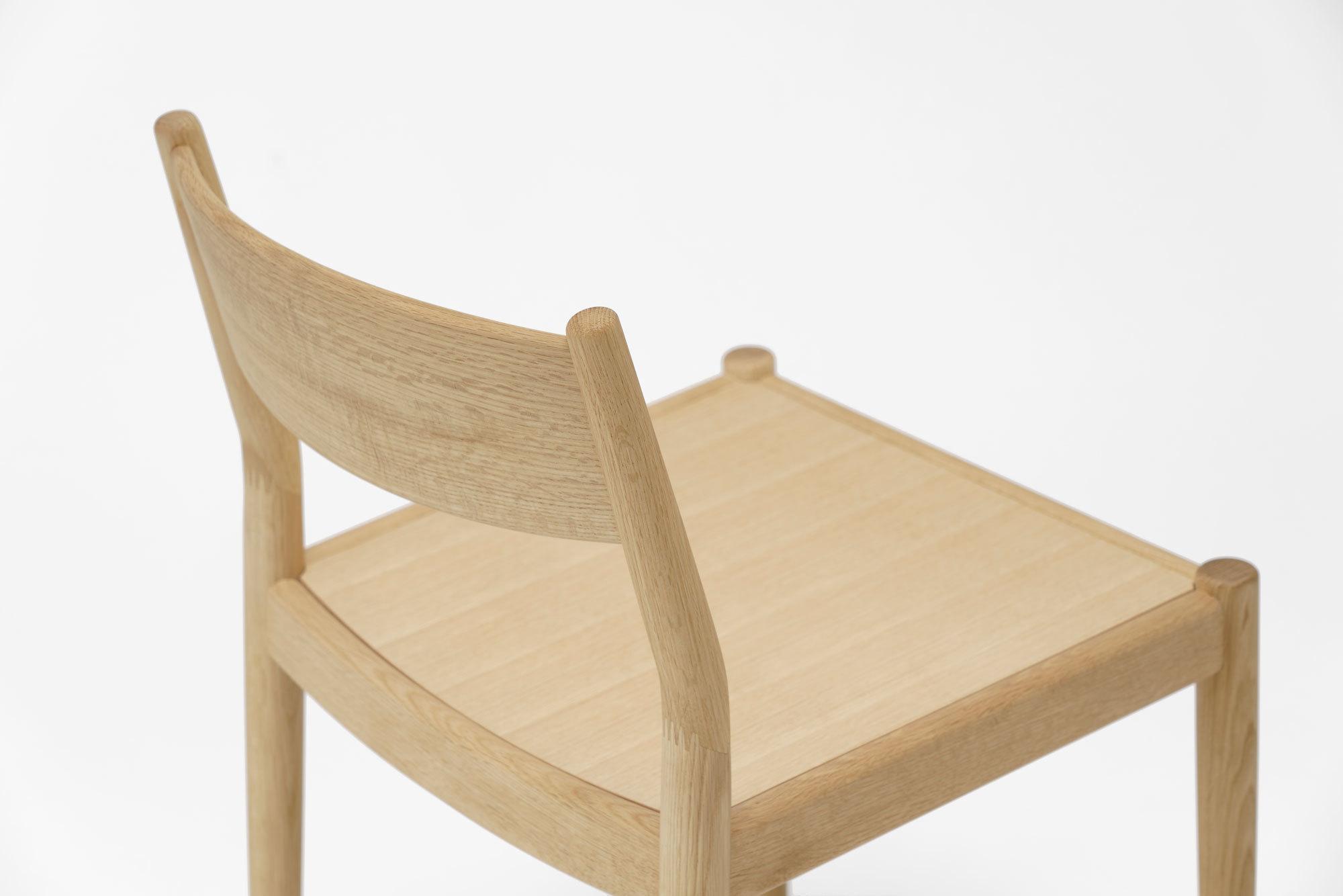 Sinnlichkeit und Reduktion: Holzstuhl N-DC03 von Norm Architects für Karimoku Case Study. Foto: Karimoku