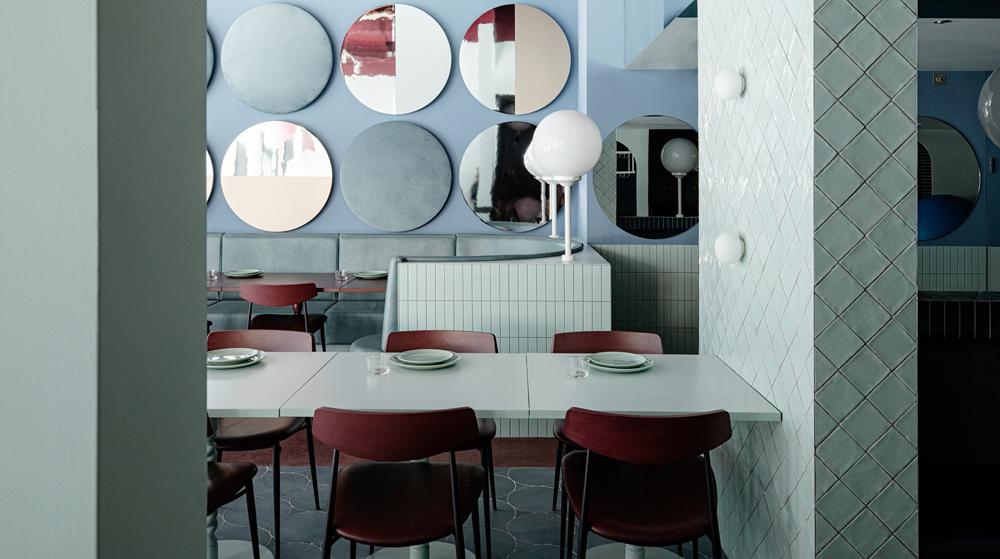 Was passiert, wenn eine Konfiserie, eine Diskothek und ein Jugendstil-Café eine Liaison eingehen? Eine Antwort darauf liefert das Restaurant Cinnamon in Dublin. Im Interieur von Kingston Lafferty Design wird nicht nur gespeist: Es wird in eine Traumwelt abgetaucht.
