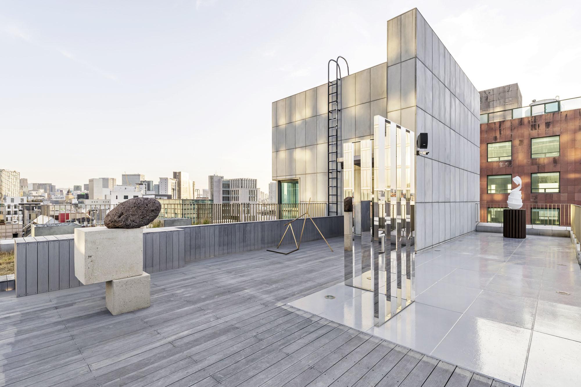 König Galerie Seoul, Inaugural Exhibition,Dachterrasse. Foto: Chunho An @ König Galerie