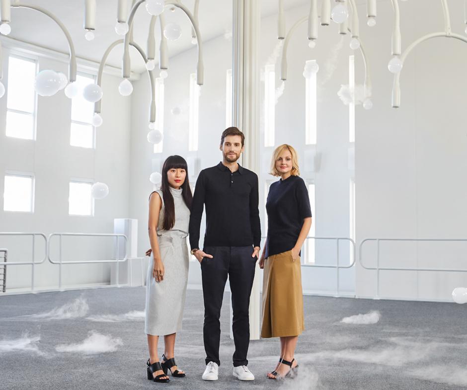Karin Gustafsson mit Azusa Murakami und Alexander Groves vom Studio Swine auf der Design Miami.