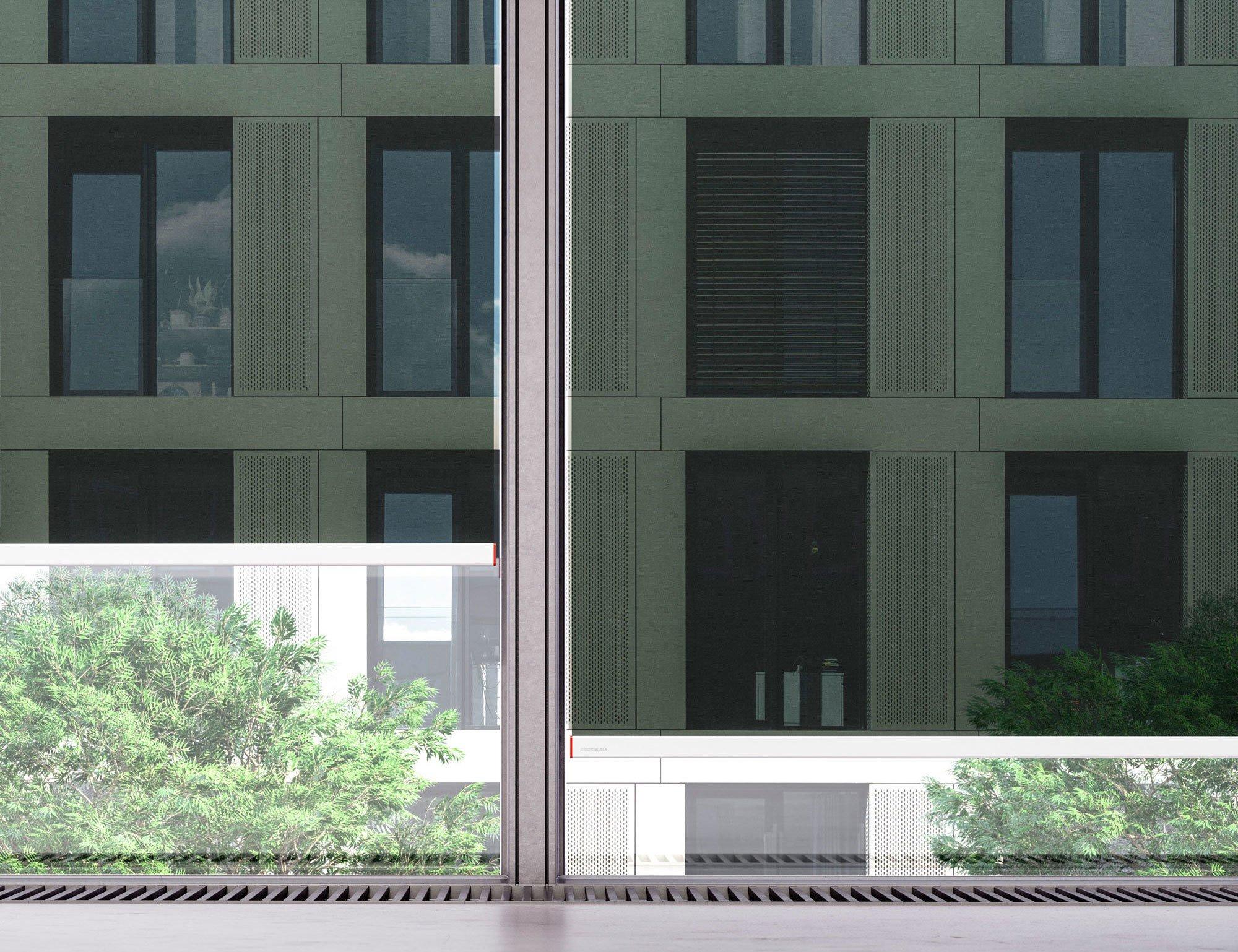 Metallische Oberflächen: Die metallisierte Oberfläche der Textilien des Verschattungssystems Kvadrat Shade reflektiert das Sonnenlicht und verhindert, dass sich der Raum aufheizt. Foto: Kvadrat