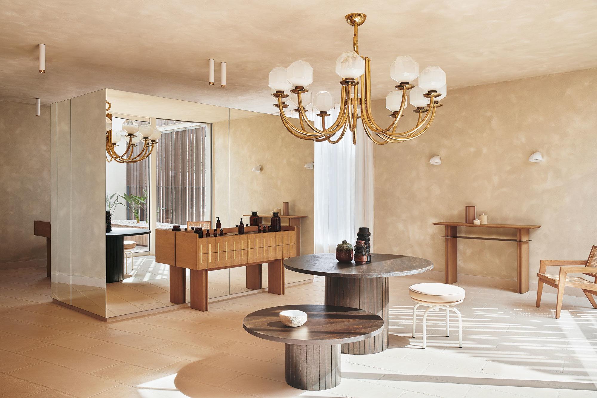 """""""Es fühlte sich richtig an, Luxus durch den bewussten Umgang mit maßgefertigten, edlen Materialen zu erzeugen"""", erklärt die französische Architektin ihr Konzept. Fotografin: Claire Israel"""
