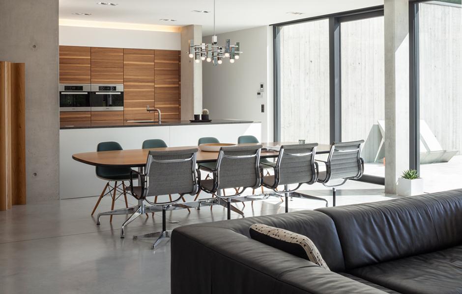 Die Küche von bulthaup und jede Menge Designklassiker.