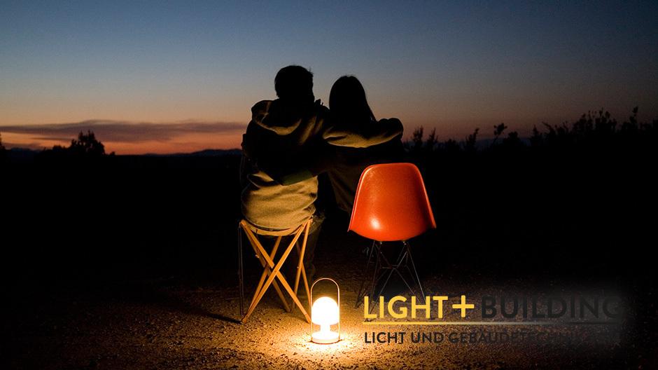 Das Licht fühlen: Geht gut mit der neuen, tragbaren Leuchte Follow me von Marset.