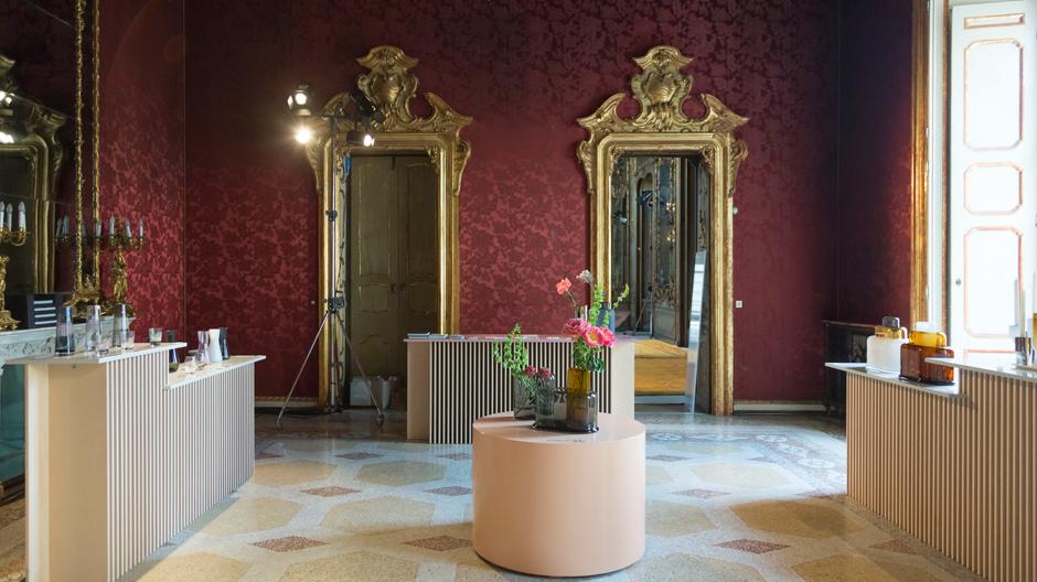 Installation von Nude im Palazzo Litta während der Mailänder Möbelmesse.