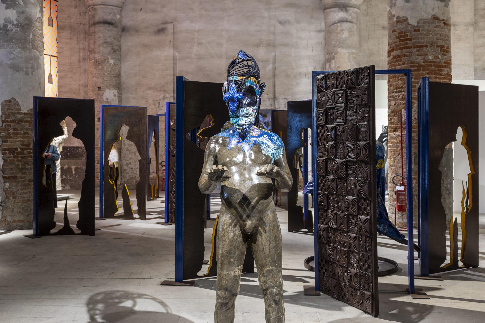 Peju Alatise /Alasiri: Doors for Concealment or Revelation, 2020 / Foto:Marco Zorzanello /Courtesy: La Biennale di Venezia