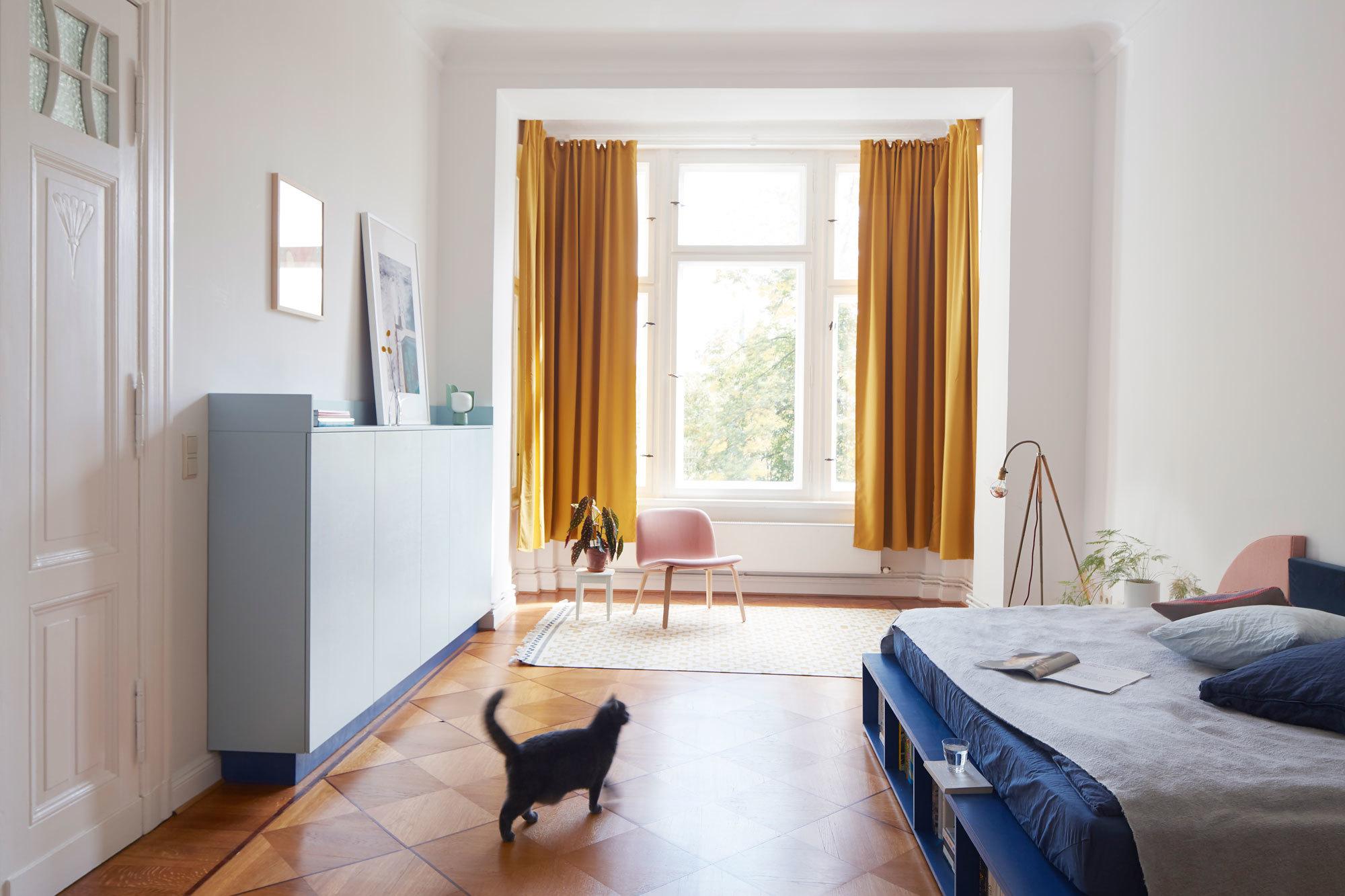 Jäll & Tofta haben sich auf den Entwurf einzelner Räume spezialisiert. Im Bild: maßgefertigtes Doppelbett. Foto/ Copyright: Magnus Pettersson