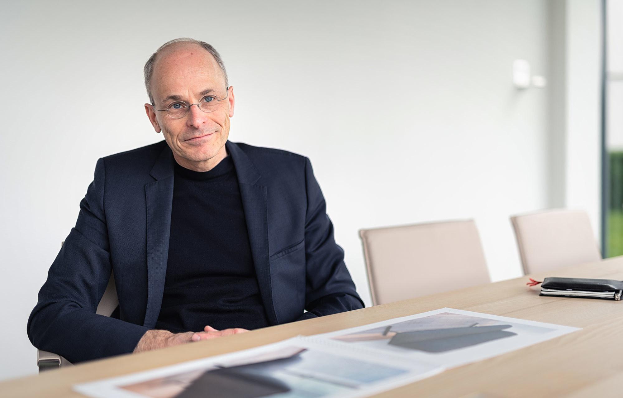 Zu Hause arbeiten: Wie der Schweizer Möbelhersteller Girsberger seine Kollektion an eine veränderte Arbeitswelt anpasst, erklärt Designchef Mathias Seiler. Foto: Daniel Kuhn