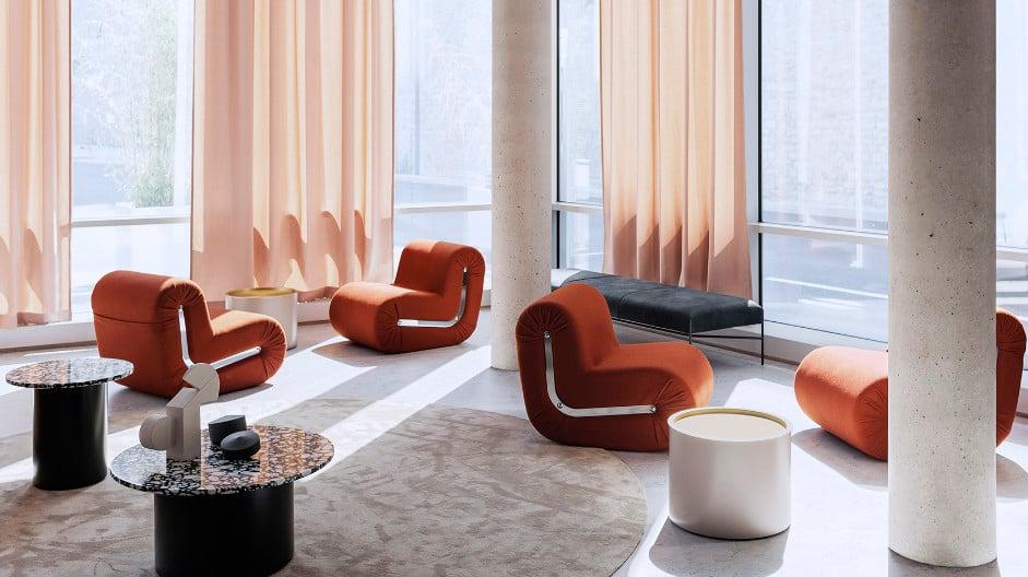 Studiopepe setzt mit seinem Einrichtungskonzept für Le Club im OKKO Hotel Paris Gare de L'Est dem historischen Bauwerk modernes Design entgegen. Foto: Giuseppe Dinnella