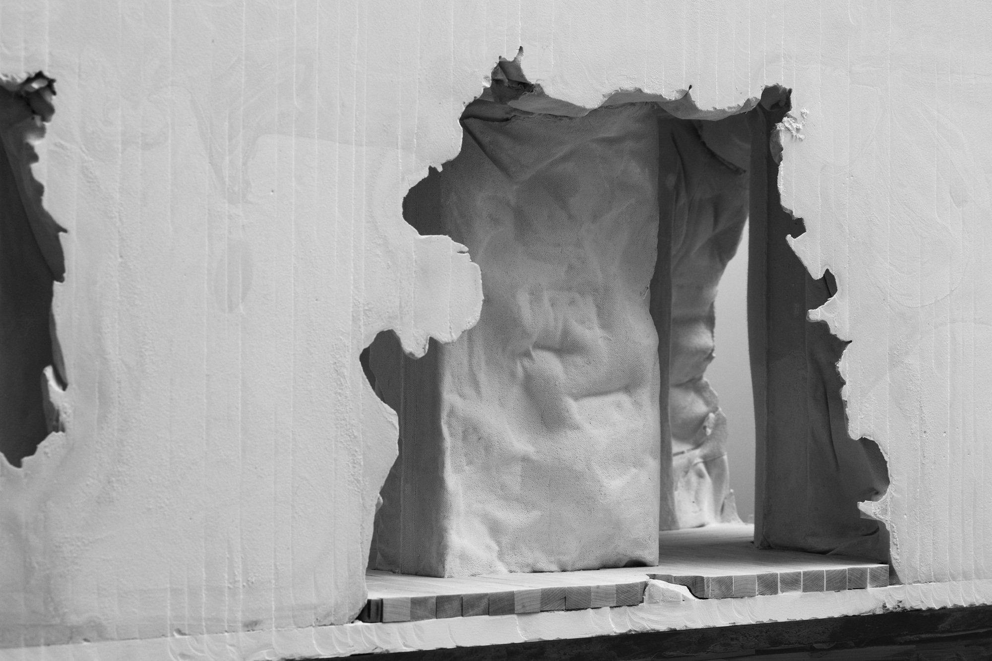 Diese Methode formte willkürliche Aussparungen in der Fassade, die zu Fenstern wurden.