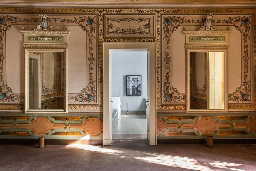 Der Salon dient zur Erschließung der Suiten. Foto: Serena Eller