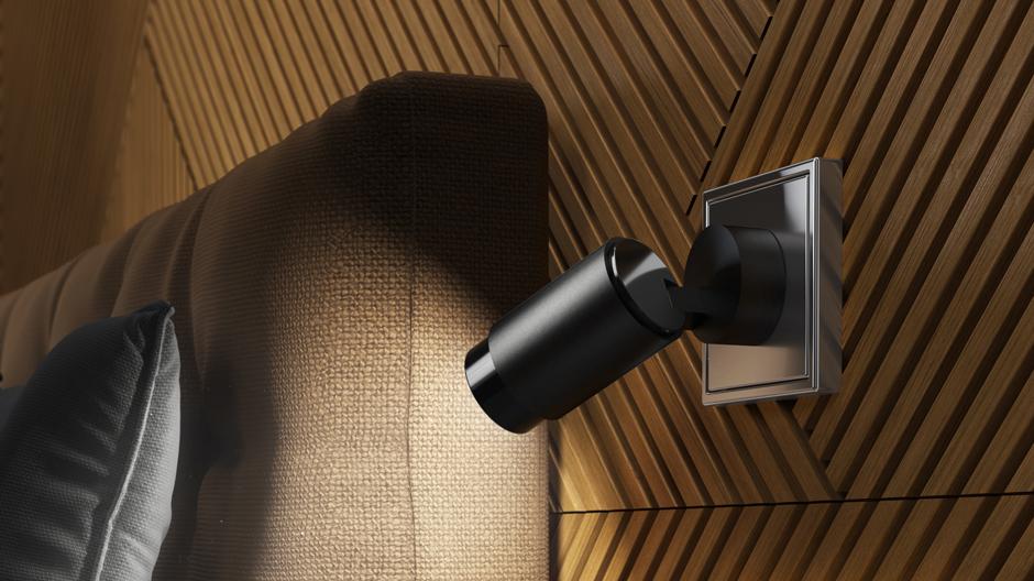 Plug & Light ist ein offenes System von Insta, das von Leuchten- und Gebäudesystemherstellern genutzt werden soll, um eigene Lichtaufsätze und Lichtsteckdosen zu entwickeln und mit deren Einbindung in das innovative Konzept einen neuen Standard der Innenraumbeleuchtung zu etablieren.