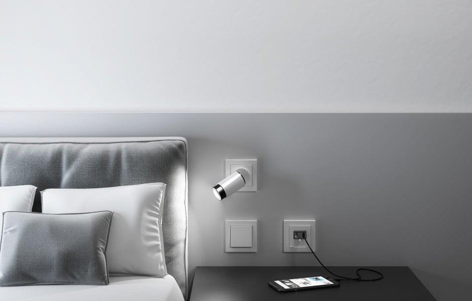 Für Settings, wo der Designstil der Lampe an die Raumatmosphäre ad hoc angepasst werden soll, hat Insta 2018 mit Plug & Light, der Lichtsteckdose, durch die Leuchten im Handumdrehen ausgetauscht werden können, eine weitere Marktlücke erschlossen. Zur Light & Building 2020 kommen neue Designs dazu.