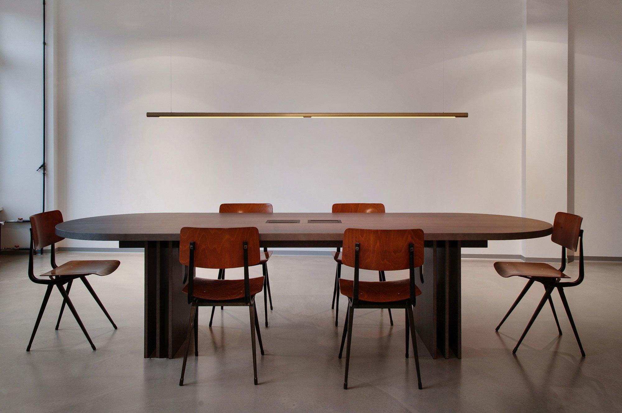 Für das Restaurant Baldon entwarf Douman Pour die gleichnamige Hängeleuchte Baldon. Foto: ©Pournoir
