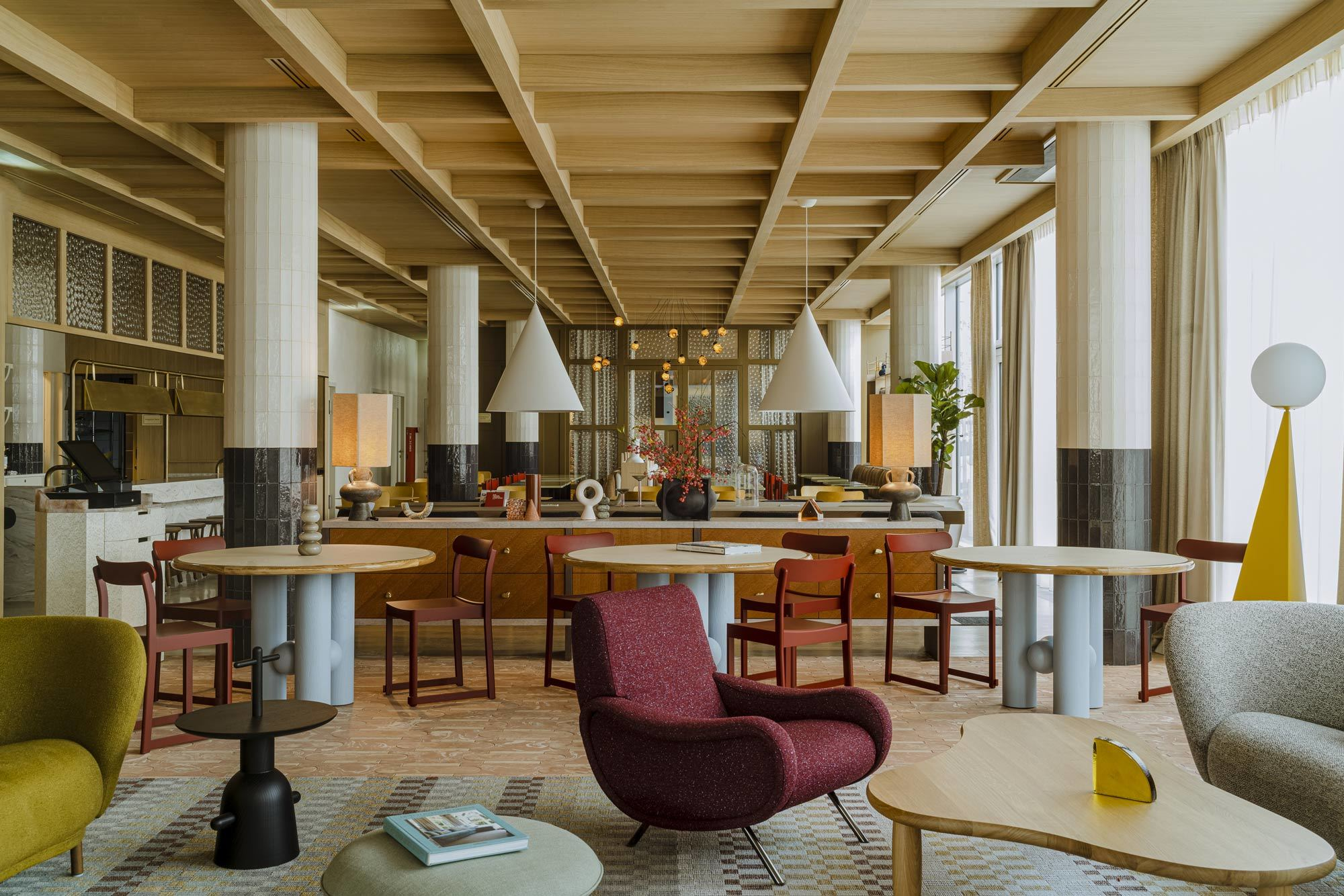 Mit der Renovierung des Puro Hotels in Krakau beschwört Paradowski Studio den Glanz vergangener Zeiten herauf. Lokale Kunst trifft auf internationales Möbeldesign.