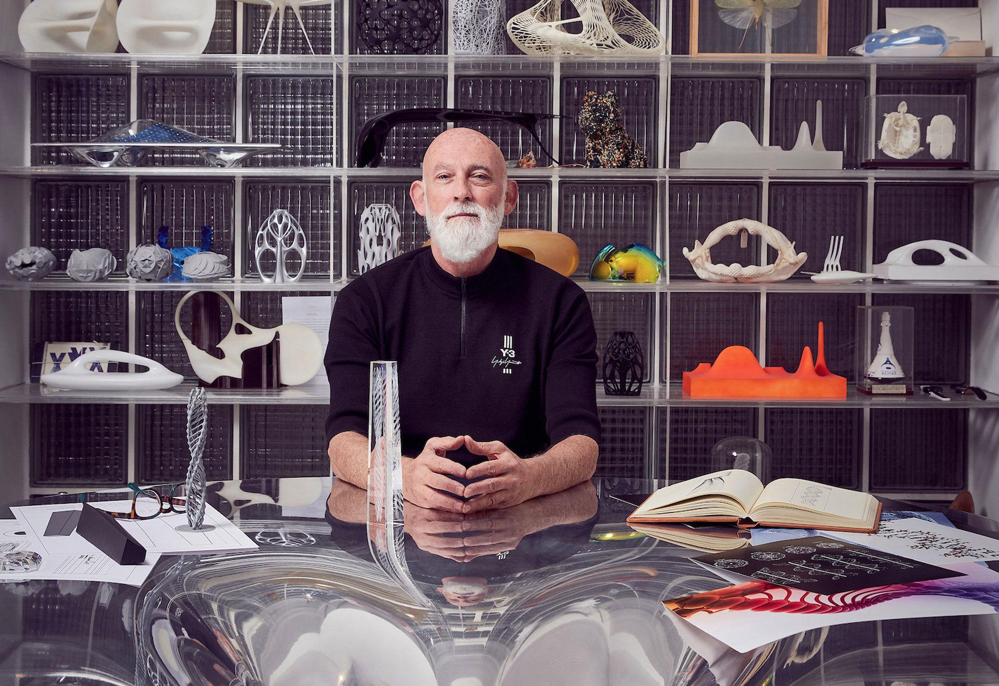 Im vergangenen Jahr hat Swarovski Ross Lovegrove mit der Gestaltung der Kristalltrophäe für die Fashion Awards 2019 in London beauftragt. Foto: Mark Cocksedge